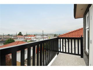 """Photo 8: 3293 E 18TH Avenue in Vancouver: Renfrew Heights House for sale in """"RENFREW HEIGHTS"""" (Vancouver East)  : MLS®# V973611"""