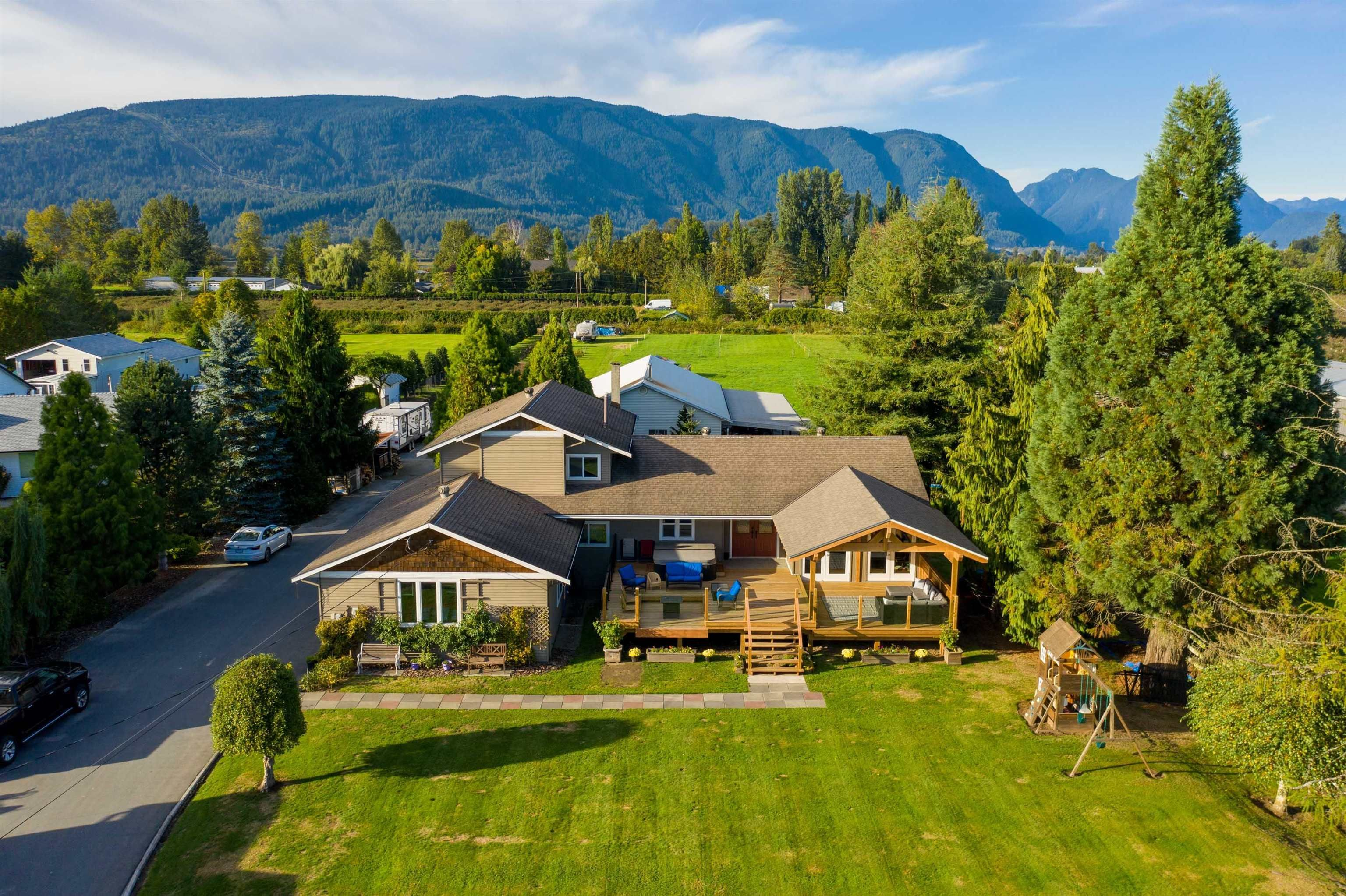 Main Photo: 18949 MCQUARRIE Road in Pitt Meadows: North Meadows PI House for sale : MLS®# R2620958