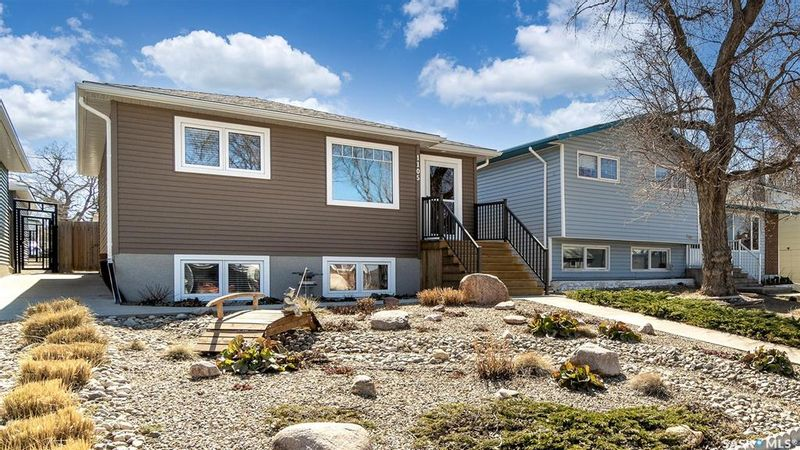 FEATURED LISTING: 1105 Lillooet Street West Moose Jaw