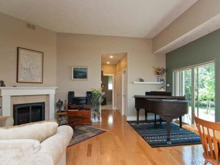 Photo 3: 122 2315 Suffolk Cres in COURTENAY: CV Crown Isle Row/Townhouse for sale (Comox Valley)  : MLS®# 680859