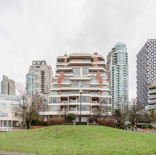 """Photo 3: 203 1675 HORNBY Street in Vancouver: Yaletown Condo for sale in """"SEA WALK SOUTH"""" (Vancouver West)  : MLS®# R2608481"""