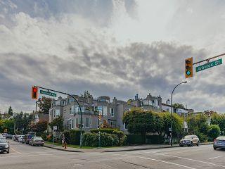 """Photo 17: 208 2110 CORNWALL Avenue in Vancouver: Kitsilano Condo for sale in """"Seagate Villa"""" (Vancouver West)  : MLS®# R2515614"""