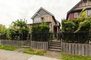 Photo 3: 1646 E 12TH Avenue in Vancouver: Grandview Woodland 1/2 Duplex for sale (Vancouver East)  : MLS®# R2611385