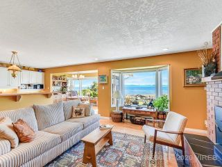 Main Photo: 1836 Astra Road in Comox: House for sale : MLS®# 465606