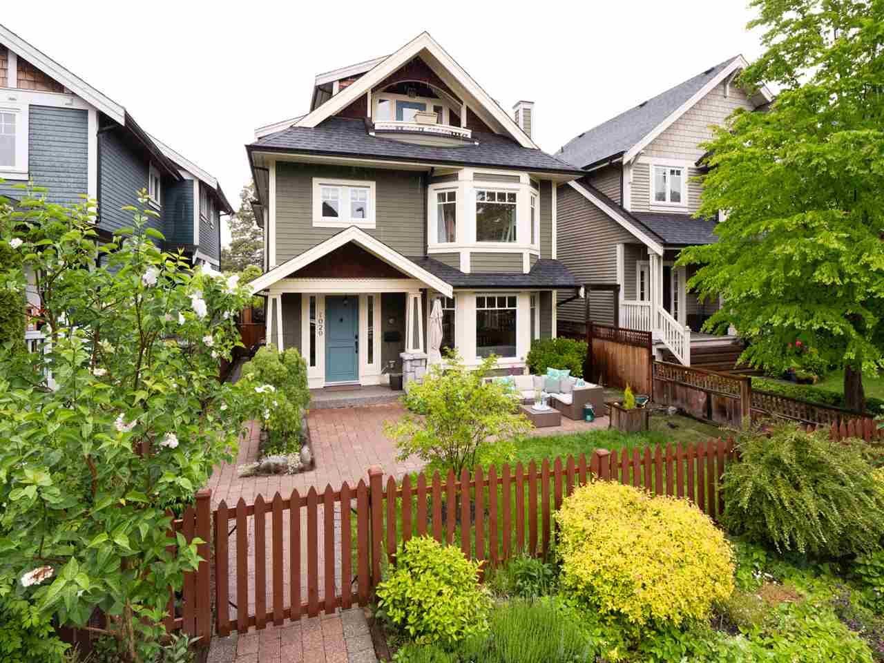 Main Photo: 1029 E 13TH Avenue in Vancouver: Mount Pleasant VE 1/2 Duplex for sale (Vancouver East)  : MLS®# R2369686