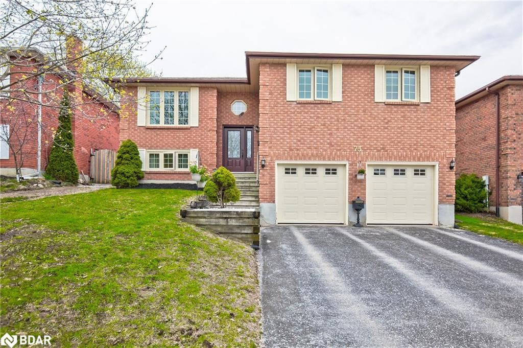 Main Photo: 73 MAYFAIR Drive in Barrie: House for sale