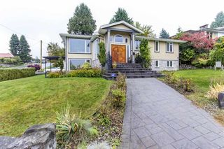 Photo 1: 796 TUDOR Avenue in North Vancouver: Forest Hills NV House for sale : MLS®# R2560514