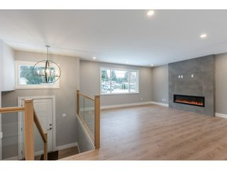 """Photo 2: 20504 43 Avenue in Langley: Brookswood Langley House for sale in """"BROOKSWOOD"""" : MLS®# R2430044"""