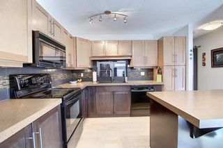 Photo 1: 901 3240 66 Avenue SW in Calgary: Lakeview Row/Townhouse for sale : MLS®# C4295935