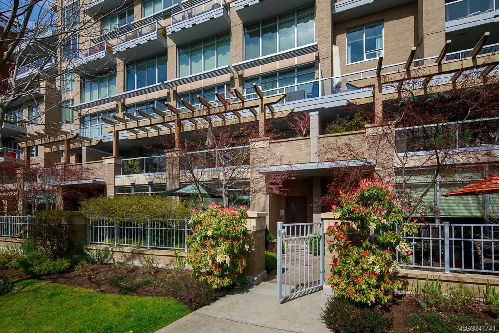 Main Photo: 3 828 Rupert Terr in Victoria: Vi Downtown Row/Townhouse for sale : MLS®# 841741