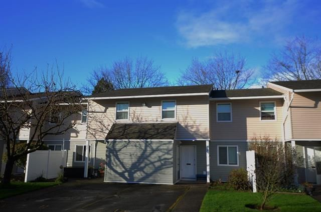 Main Photo: 12 20303 53 Avenue in Langley: Townhouse for sale : MLS®# R2325162