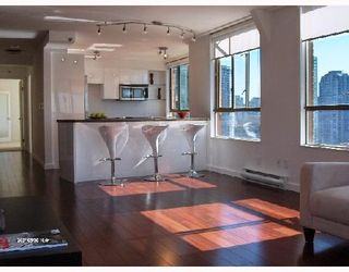 """Photo 1: 1701 888 PACIFIC Street in Vancouver: False Creek North Condo for sale in """"PACIFIC PROMENADE"""" (Vancouver West)  : MLS®# V675304"""