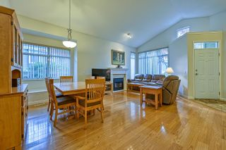 """Photo 5: 10 5240 OAKMOUNT Crescent in Burnaby: Oaklands Townhouse for sale in """"Santa Clara"""" (Burnaby South)  : MLS®# R2622975"""