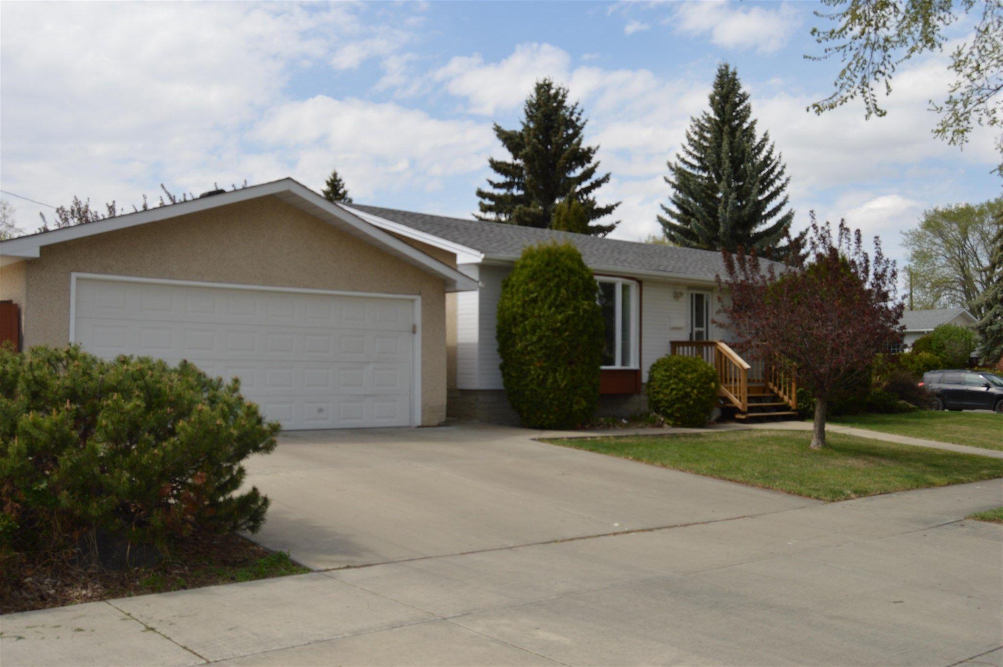 Main Photo: 9430 160 Street in Edmonton: Zone 22 House for sale : MLS®# E4245408