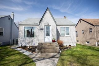 Photo 1: 219 St Anthony Avenue in Winnipeg: West Kildonan Residential for sale (4D)  : MLS®# 202009536