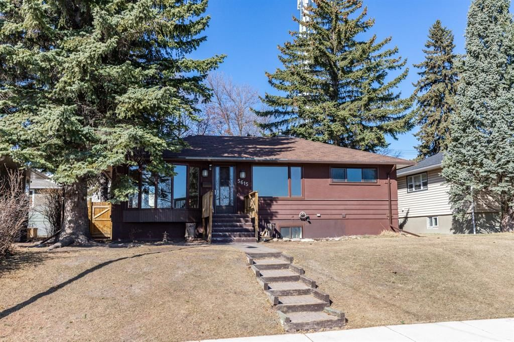 Main Photo: 5615 Thorndale Place NW in Calgary: Thorncliffe Detached for sale : MLS®# A1091089