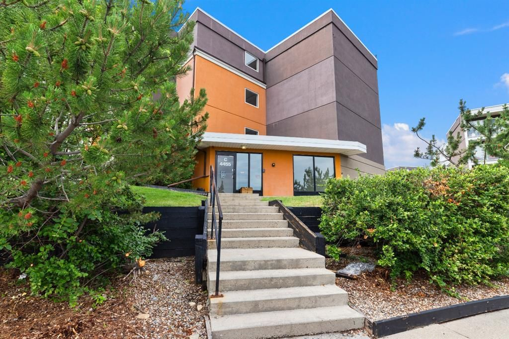 Main Photo: 201 4455C Greenview Drive NE in Calgary: Greenview Apartment for sale : MLS®# A1127382