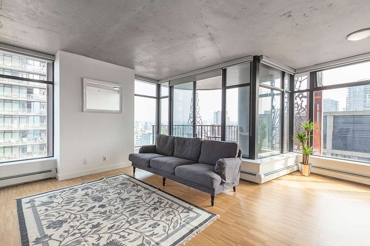 """Main Photo: 1806 128 W CORDOVA Street in Vancouver: Downtown VW Condo for sale in """"Woodwards"""" (Vancouver West)  : MLS®# R2543253"""