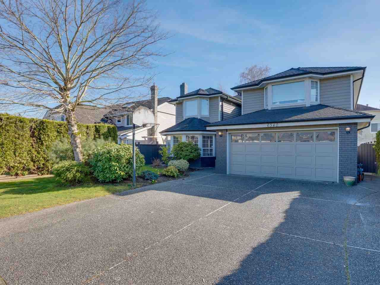 """Main Photo: 6340 HOLLY PARK Drive in Delta: Holly House for sale in """"SUNRISE"""" (Ladner)  : MLS®# R2558311"""