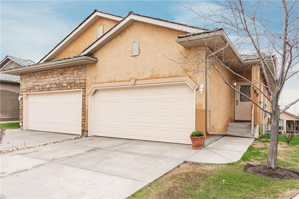 Main Photo: 189 ROYAL CREST View NW in Calgary: Royal Oak Semi Detached for sale : MLS®# C4297360