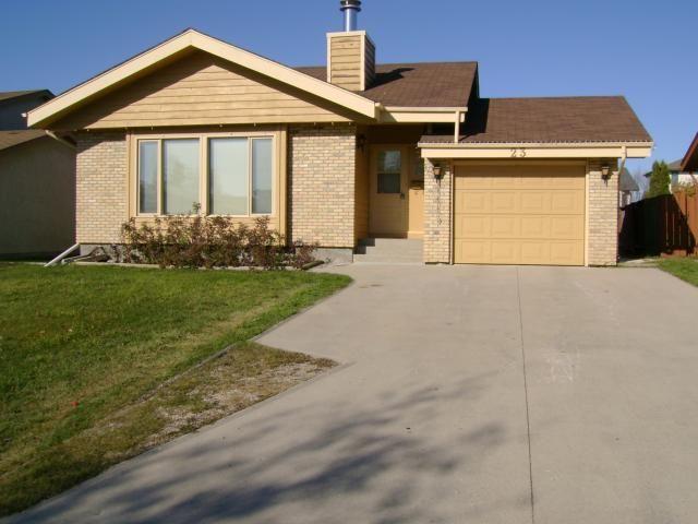 Main Photo: 23 Point West Drive in WINNIPEG: Fort Garry / Whyte Ridge / St Norbert Residential for sale (South Winnipeg)  : MLS®# 1121927
