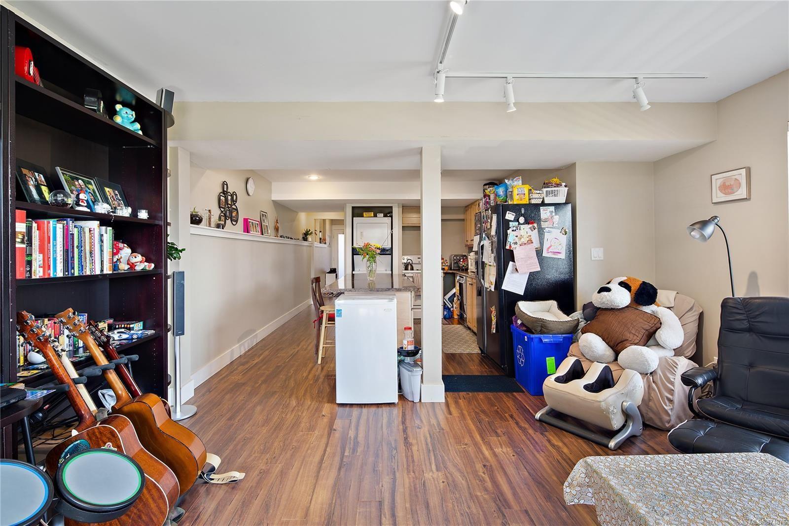 Photo 36: Photos: 4420 Wilkinson Rd in : SW Royal Oak House for sale (Saanich West)  : MLS®# 871876