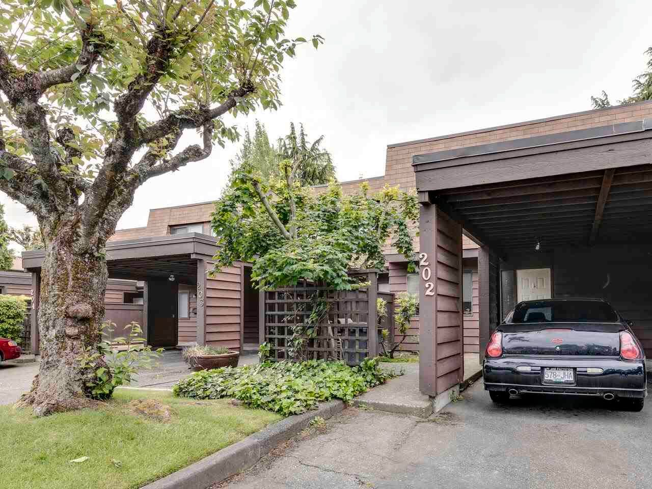 """Main Photo: 202 9468 PRINCE CHARLES Boulevard in Surrey: Queen Mary Park Surrey Townhouse for sale in """"Prince Charles Estates"""" : MLS®# R2585737"""