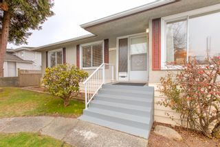 """Photo 2: 4635 BOND Street in Burnaby: Forest Glen BS House for sale in """"Forest Glen Area"""" (Burnaby South)  : MLS®# R2346683"""