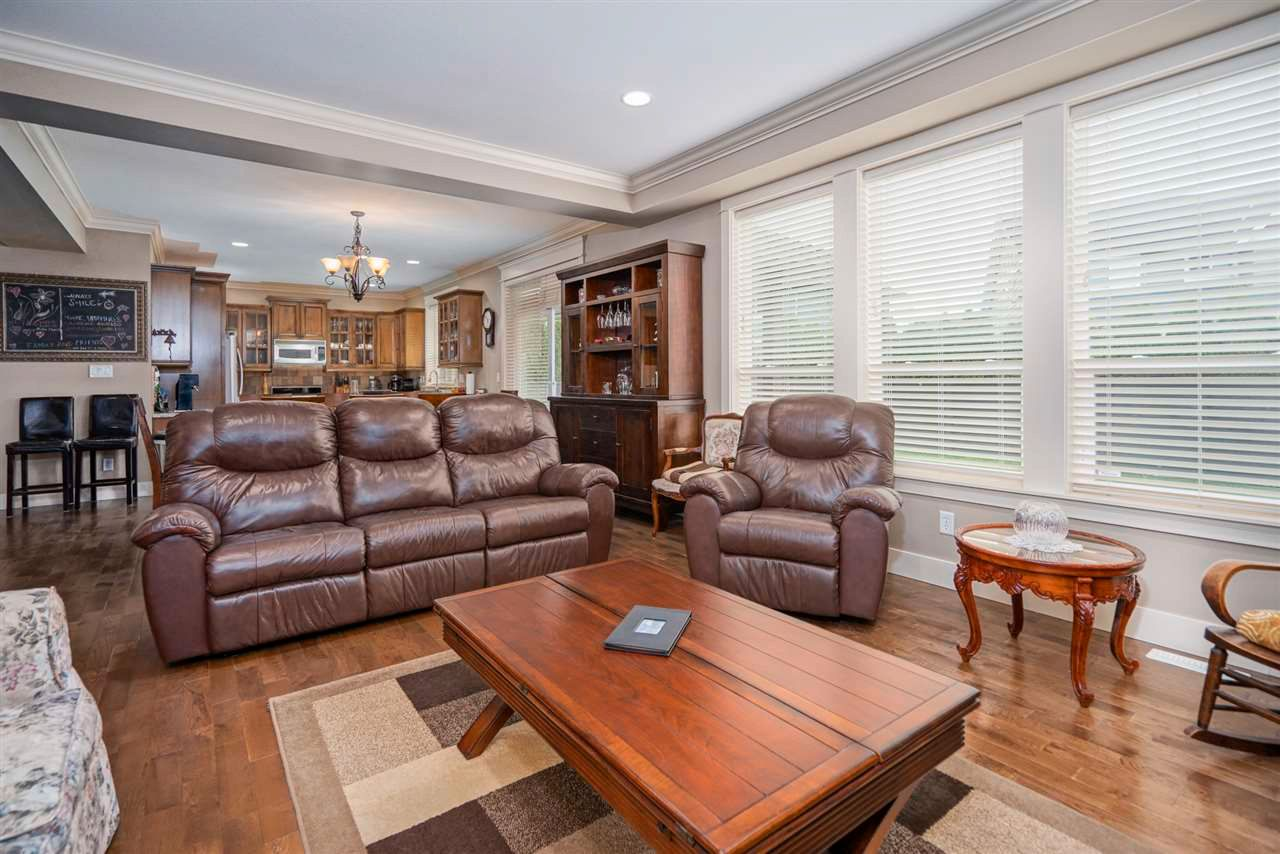 Photo 7: Photos: 8761 MACHELL Street in Mission: Mission BC House for sale : MLS®# R2571519