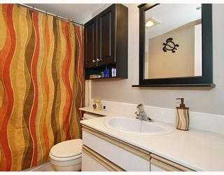 """Photo 9: 102 1525 PENDRELL Street in Vancouver: West End VW Condo for sale in """"CHARLOTTE GARDENS"""" (Vancouver West)  : MLS®# V754405"""