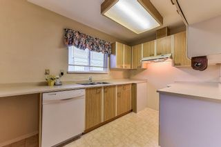 """Photo 6: 105 10091 156 Street in Surrey: Guildford Townhouse for sale in """"Guildford Park"""" (North Surrey)  : MLS®# R2321879"""