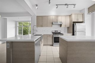 """Photo 3: 990 W 58TH Avenue in Vancouver: South Cambie Townhouse for sale in """"Churchill Gardens"""" (Vancouver West)  : MLS®# R2472481"""