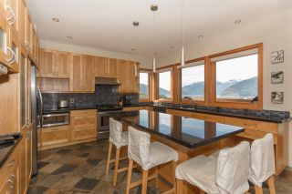 Photo 8: 2001 CLIFFSIDE Lane in Squamish: Hospital Hill House for sale : MLS®# R2249140