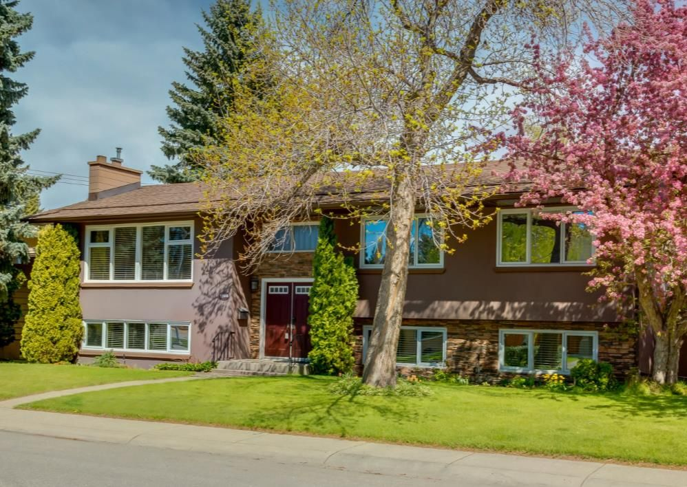 Main Photo: 7308 11 Street SW in Calgary: Kelvin Grove Detached for sale : MLS®# A1113234