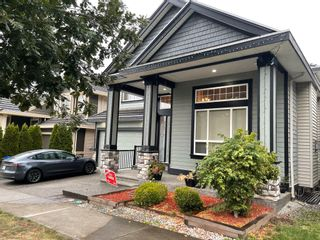 Photo 1: 7690 146A Street in Surrey: East Newton House for sale : MLS®# R2620300