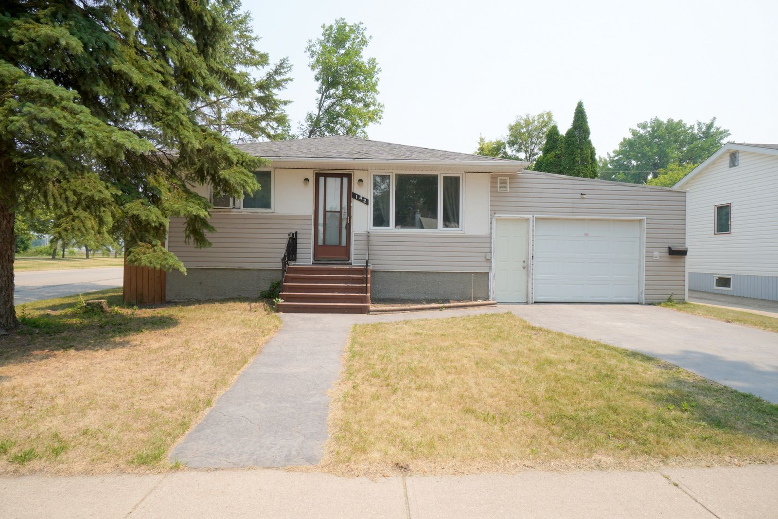 Main Photo: 142 7th ST NW in Portage la Prairie: House for sale : MLS®# 202117275