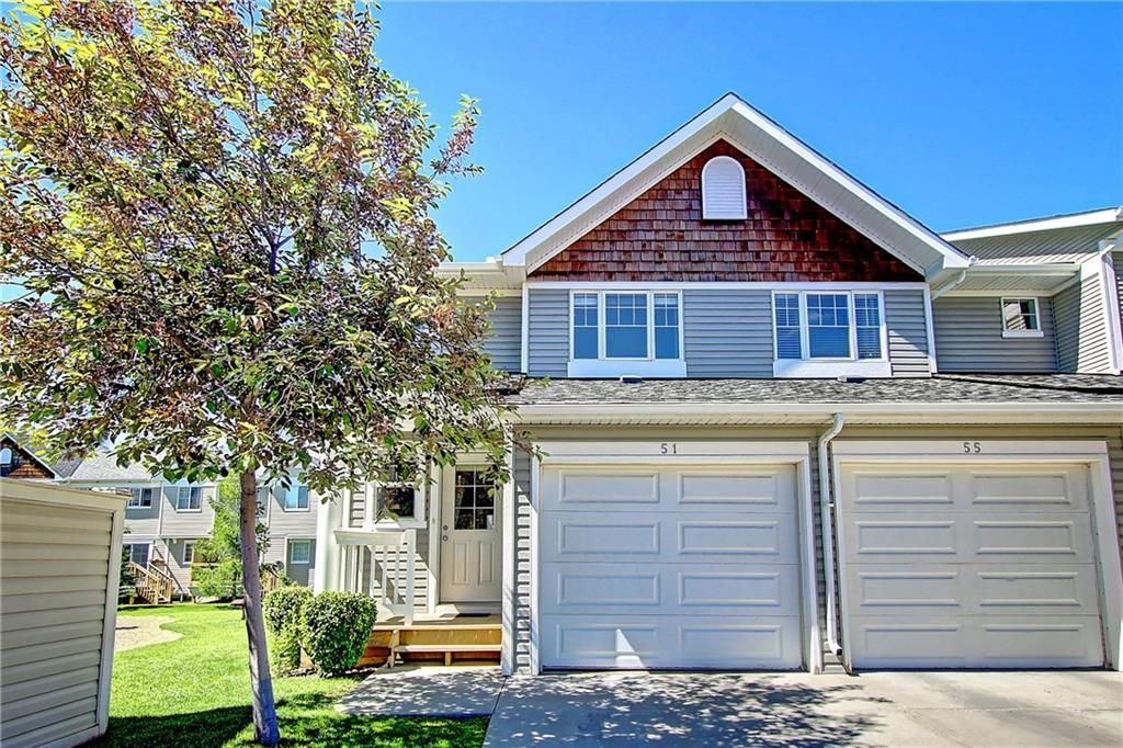 Main Photo: 51 COUNTRY VILLAGE Villas NE in Calgary: Country Hills Village Row/Townhouse for sale : MLS®# C4280455