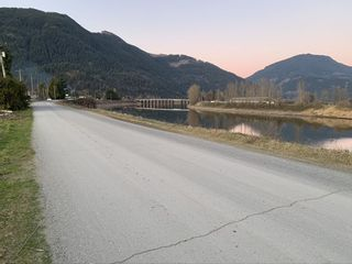 Photo 3: 8573 S RIVER Road in Mission: Mission BC Agri-Business for sale : MLS®# C8037664