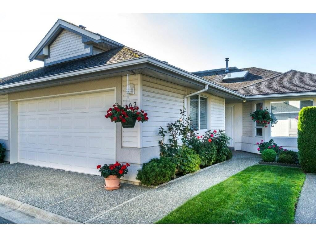 """Main Photo: 102 31406 UPPER MACLURE Road in Abbotsford: Abbotsford West Townhouse for sale in """"Estates of Ellwood"""" : MLS®# R2113152"""