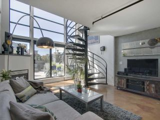 """Photo 5: 305 428 W 8TH Avenue in Vancouver: Mount Pleasant VW Condo for sale in """"XL LOFTS"""" (Vancouver West)  : MLS®# R2184000"""