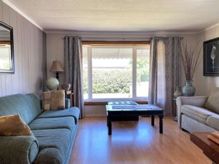 Photo 3: 4907 52 Avenue: Breton House for sale : MLS®# E4260303