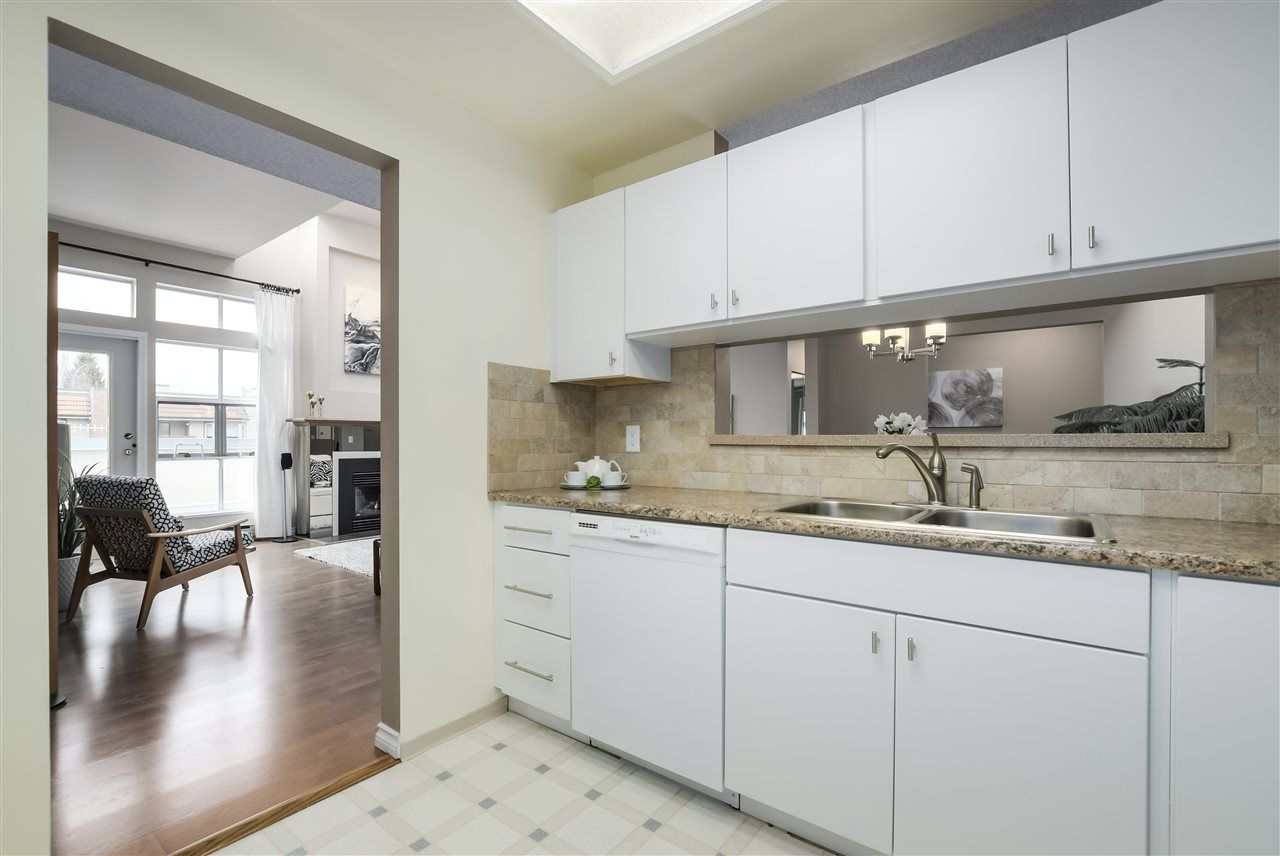 """Photo 9: Photos: 304 7580 MINORU Boulevard in Richmond: Brighouse South Condo for sale in """"CARMEL POINT"""" : MLS®# R2369650"""