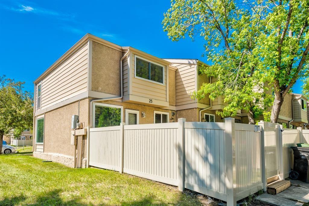 Main Photo: 25 2319 56 Street NE in Calgary: Pineridge Row/Townhouse for sale : MLS®# A1152342