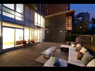 Photo 2: TH108 980 Cooperage Way in Vancouver: Yaletown Townhouse for sale (Vancouver West)  : MLS®# V1089222