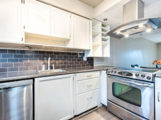 """Photo 2: 4368 GARDEN GROVE Drive in Burnaby: Greentree Village Townhouse for sale in """"GREENTREE VILLAGE"""" (Burnaby South)  : MLS®# R2439137"""