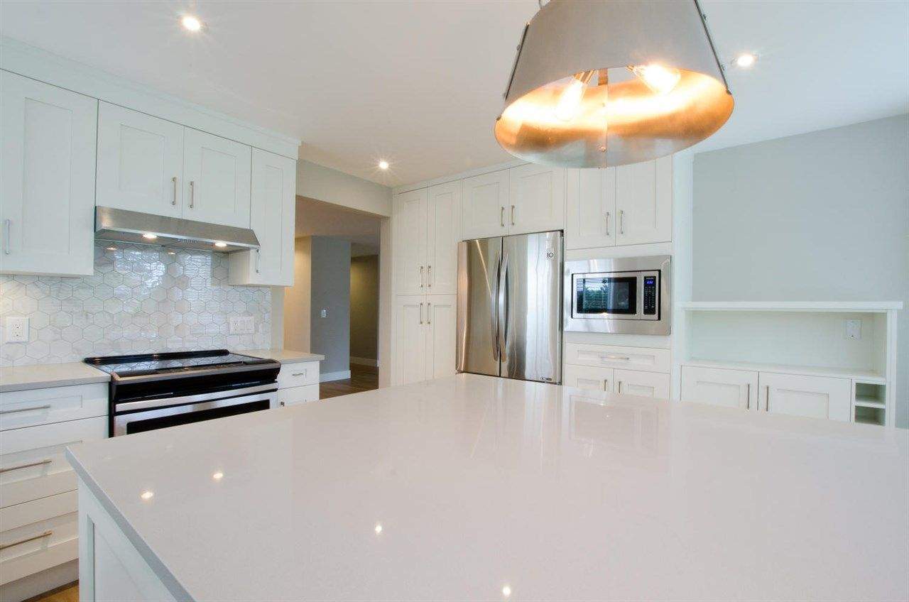 """Photo 4: Photos: 104 1327 BEST Street: White Rock Condo for sale in """"Chestnut Manor"""" (South Surrey White Rock)  : MLS®# R2339263"""