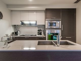 Photo 5: 402 1499 PENDER Street W in Vancouver West: Home for sale : MLS®# V1053181
