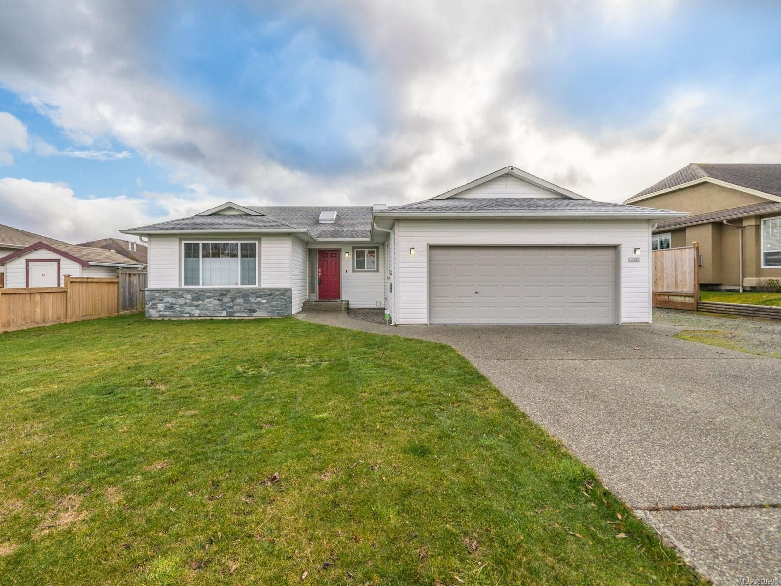 Main Photo: 688 Foxtail Ave in : PQ Parksville House for sale (Parksville/Qualicum)  : MLS®# 868996