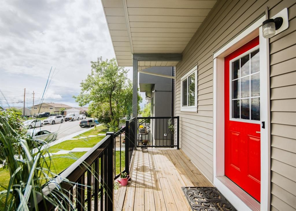 Main Photo: 2524 11 Avenue SE in Calgary: Albert Park/Radisson Heights Detached for sale : MLS®# A1118613