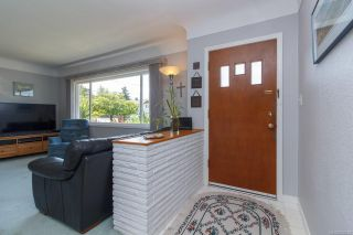 Photo 2: 1064 Willow St in : SE Lake Hill House for sale (Saanich East)  : MLS®# 850288